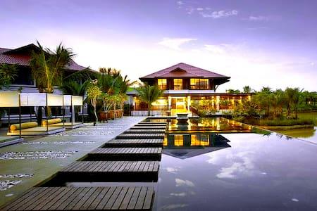 Bayou Water Village ... Leisure Farm Resort - Gelang Patah - Hus
