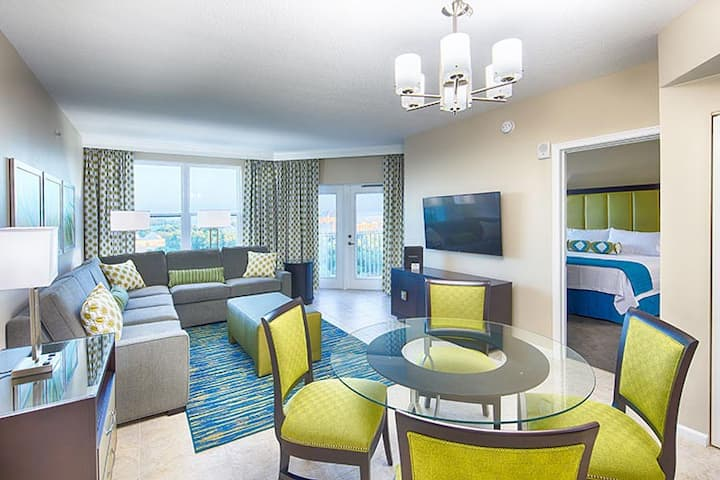 Resort suite near Disney w/pools, shuttle +more