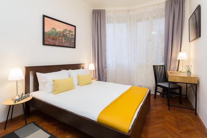 Quaint Comfortable Apartment in City Center