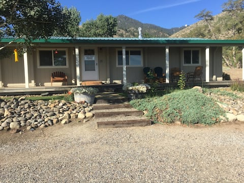 Charming Sierra Nevada Farm House Cottage