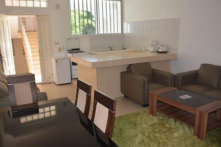 chambre et salon avec cuisine - Dakar