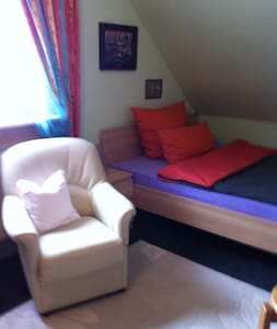 1 Zimmer, gemütlich mit Fernseher und WLAN