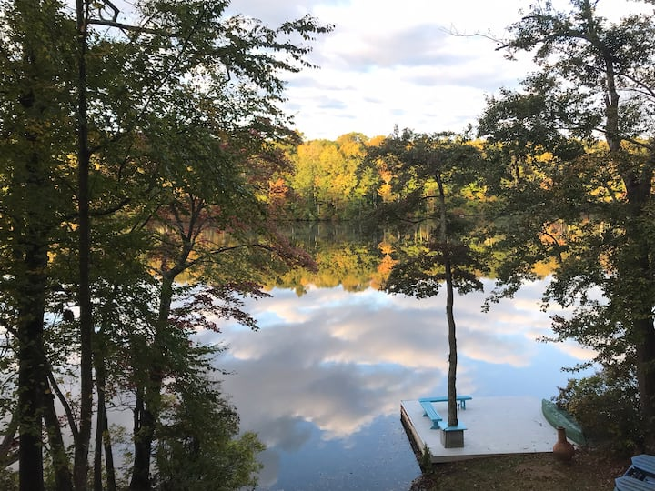 Lakefront peaceful getaway cottage