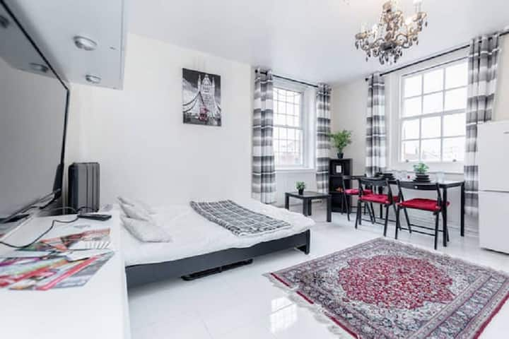 Perfectly located studio in the HEART of London!
