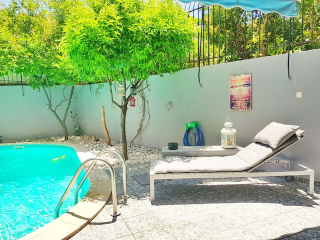 Private pool-garden