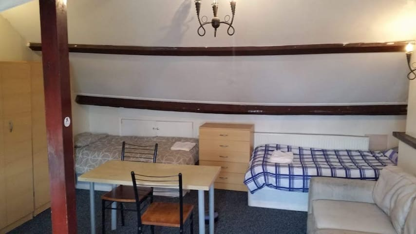Loft room for 3 or 4, in 3 room shared flat Leyton