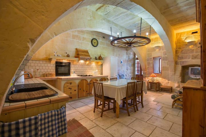 Stunning farmhouse with a pool. - Gozo - Huvila