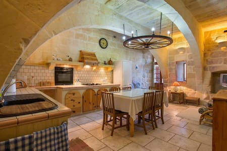 Stunning farmhouse with a pool. - Gozo - Villa