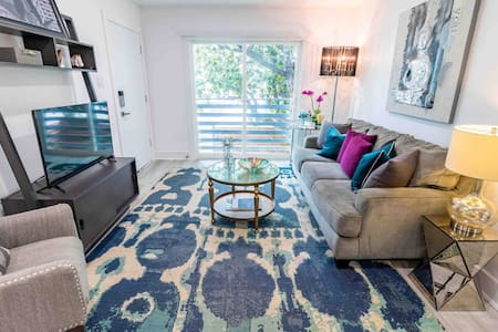 Treehouse Lower Greenville- Clean/Contemporary 1br
