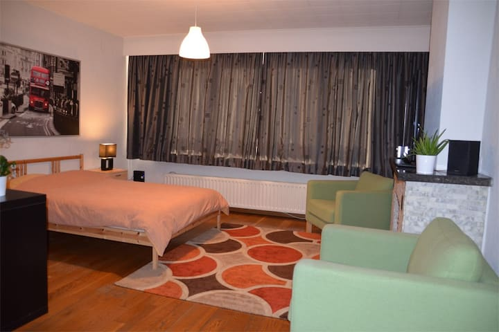 Spacious Studio with big terrace - Antwerpen - Apartemen