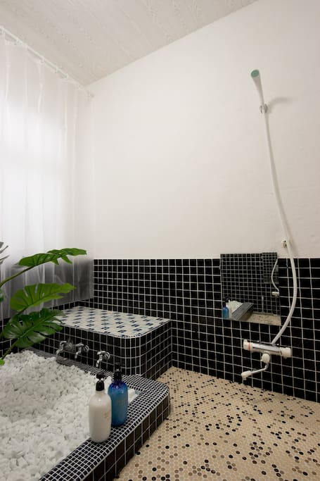 2x Shared shower rooms, 2x shower heads per shower room.