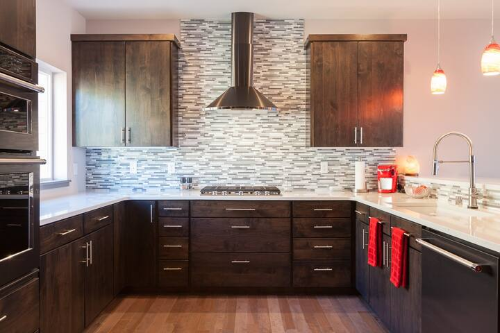 Aqua Vista - Fabulous view, gorgeous home! Fresh & high quality furnishings
