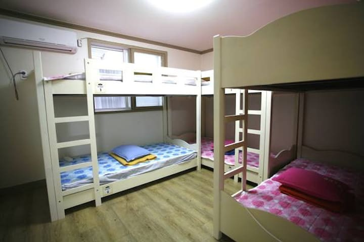 Guesthouse in downtown (6bed room)