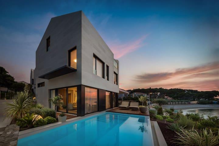 Villa Sutivan 1