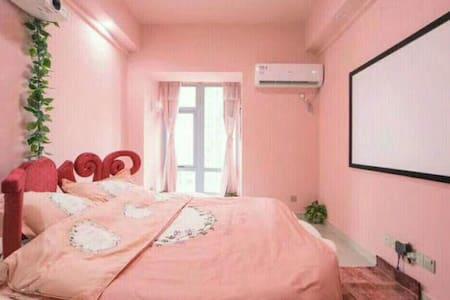 吴中万达粉色主题房,超大电影屏幕