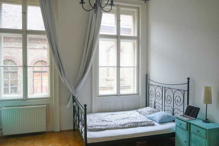 Private Room at the sunny riverside of Budapest