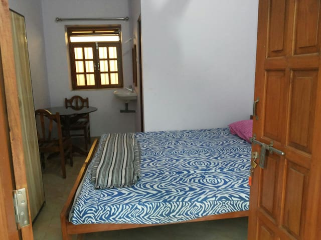 1 bedroom Budget stay in Goa - Mandrem - Bed & Breakfast