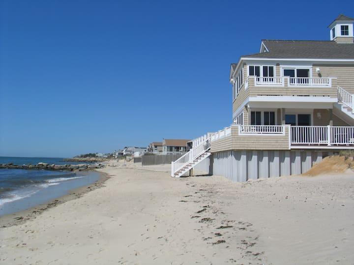 Beachfront 1 BR Suite, sleeps 4, Dennis Port