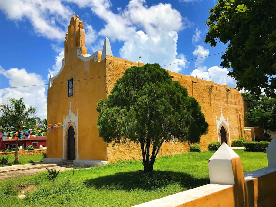 Iglesia de Santa Ana, nuestro vecindario ubicada a 3 cuadras de la plaza principal.