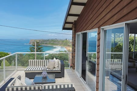 Bungan Beach House with amazing views, spa & style