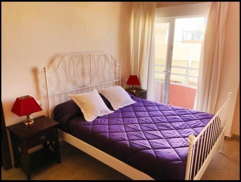 Marbella centro habitacion con baño privado.