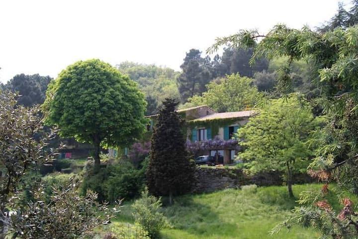 Cornas : grange-loft avec vue, piscine, calme