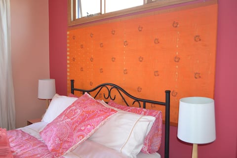 Apricot Room, En-suite & Garden Verandah.