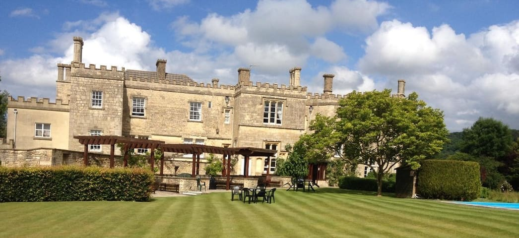 Rest and relax in a small castle Ulney, Cotswolds. - Uley - Apartament