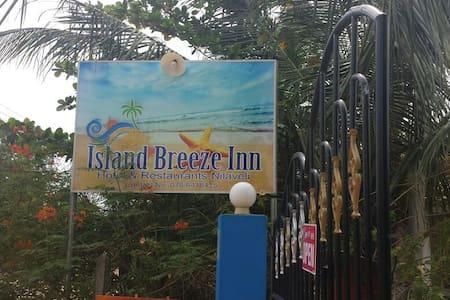 Island Breeze Inn - Nilaveli - Přírodní / eko chata