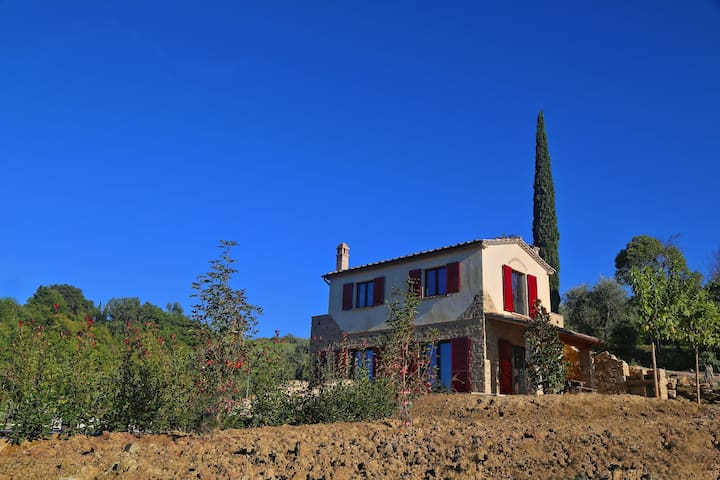 Private Villa with A/C, private pool, WIFI, patio, panoramic view, parking, close to San Gimignano