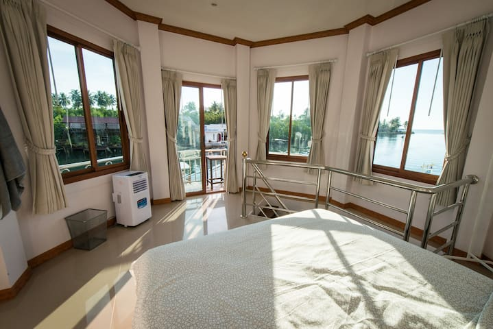 Deluxe Double riverside view with shared bathroom