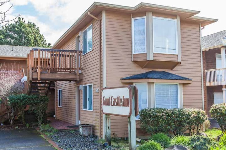 Sandcastle Inn: High Tide Suite #604 - Cannon Beach - Apartment