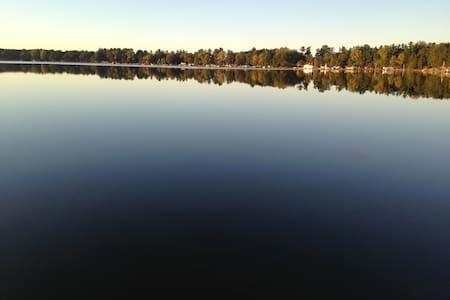 The lake house retreat!! - Neshkoro