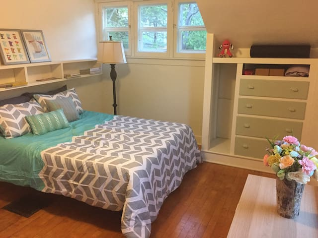 Private Bed/Bath in Quiet Cozy House Near Colleges
