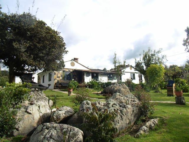 Casa campestre las Rocas.