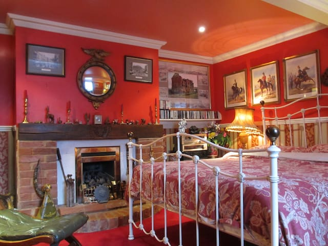 Characterful Village Cottage - Wye - Casa