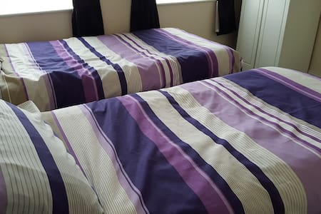 Lovely twin room - conveniently situated - Foxford