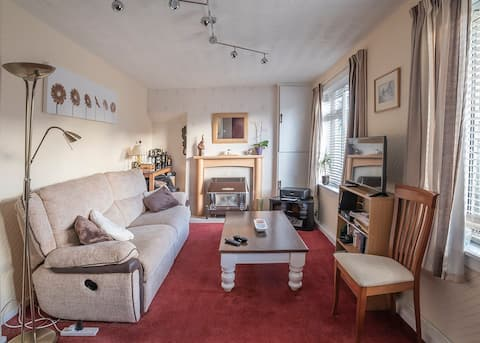 A cosy double bedroom near the city centre