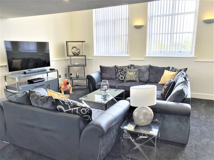 Superb Plymouth Penthouse, free parking, sleeps 6