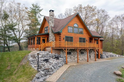 Unique log cabin on the Hudson, minutes to Saratoga