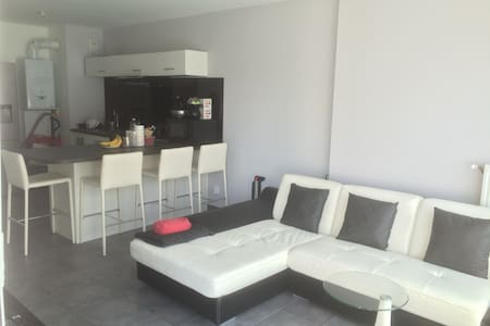 T2 45m² nine with balcony, very bright and cozy - Vénissieux