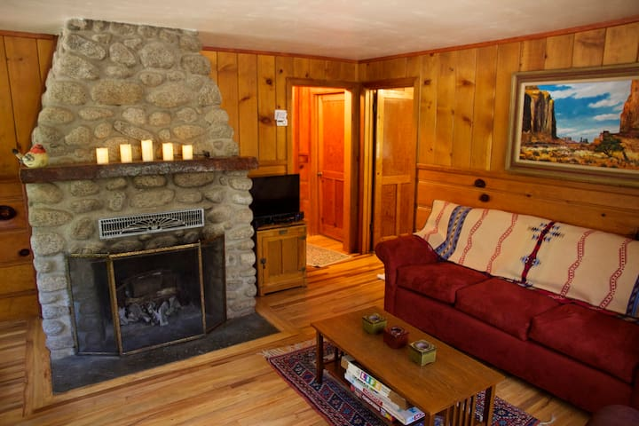 Ahwahnee-be vintage cabin | Two blocks from town.