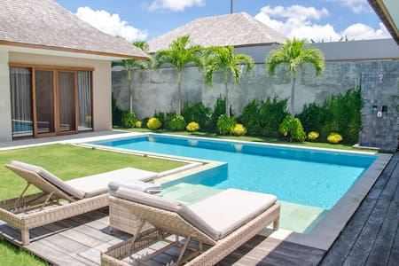 Luxury 4 Bedroom Villa in chic Berawa, Canggu Bali