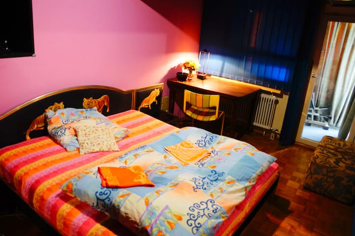 Big Private Room close to Center, U-Bahn, Shopping - München - Huoneisto