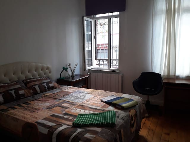 CENTRAL, PRIVATE, SPACIOUS FLAT, 5 MIN TO METRO