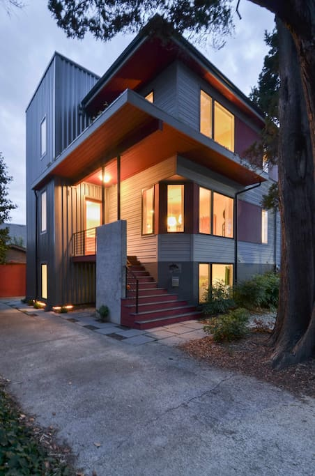 Plum house 4 bdrm ballard luxury houses for rent in seattle washington united states for 5 bedroom house for rent in seatac