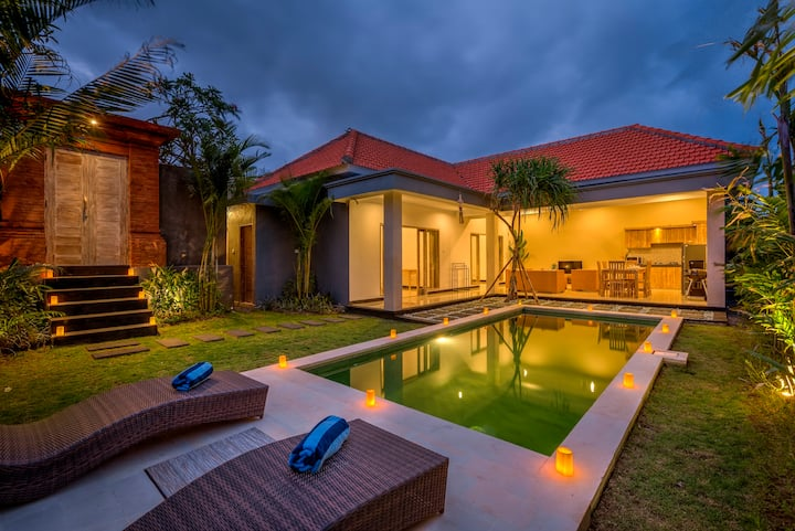 Luxury 2BR Villa Berawa w/private pool, near beach
