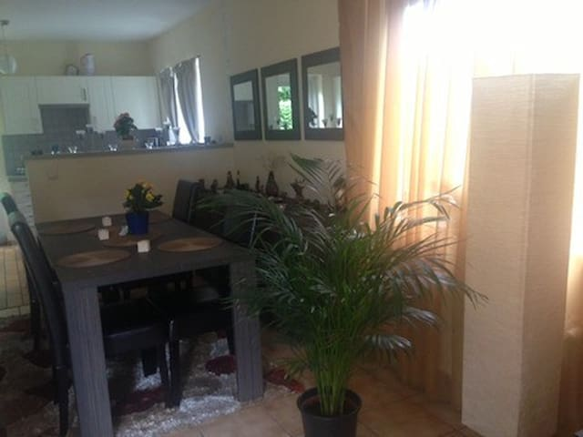 20% DISCOUNT Room in a villa-safe & residential