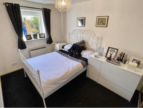 One bedroom front and back door flat
