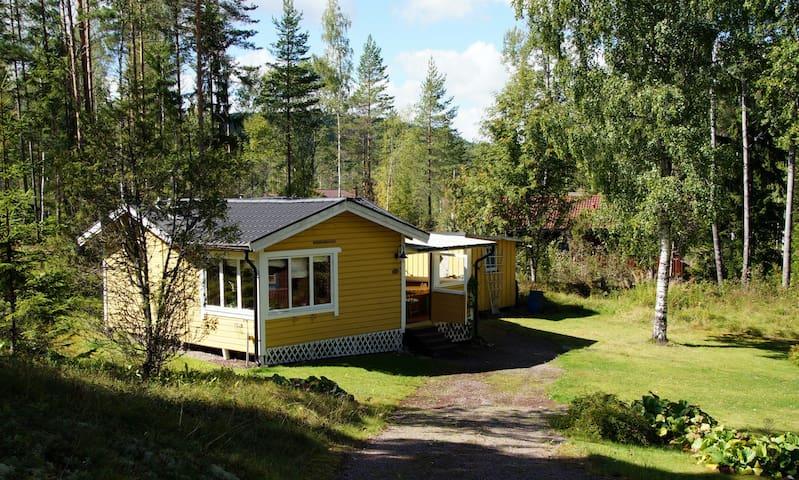 Ferienhaus in der Natur am See Värmeln mit Boot